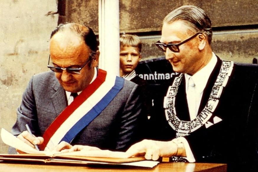 Jean Montalat, Bürgermeister von Tulle (l.) und Rudolf Bayler, Schorndorfs Oberbürgermeister 1969.