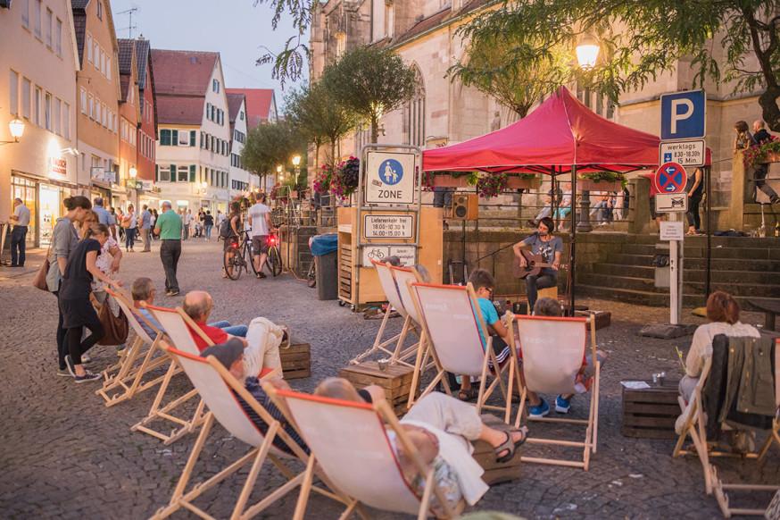Das Sommernachtsshopping verspricht entspannte Stimmung in der Stadt.