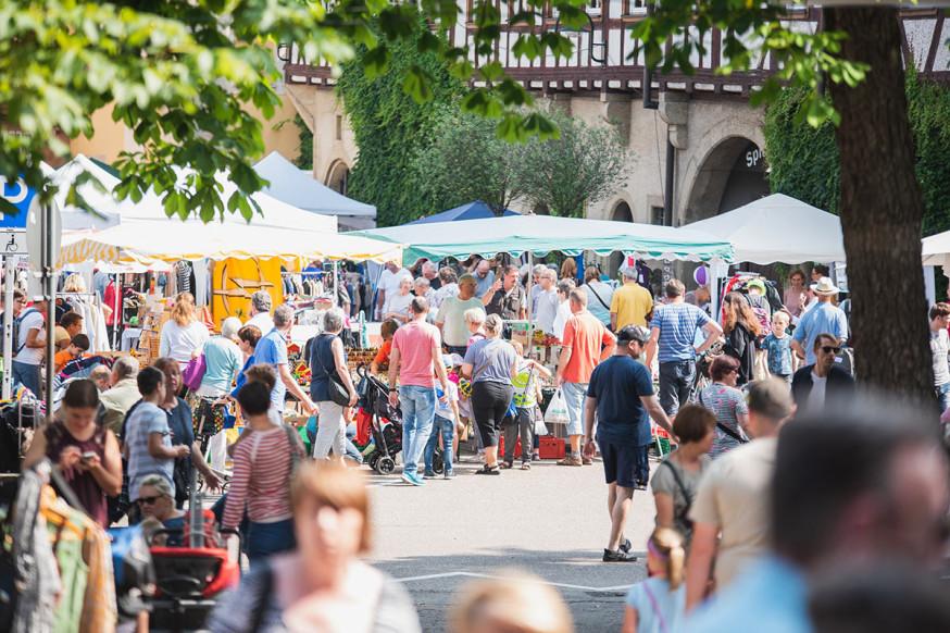 Flohmarkt auf dem Archivplatz