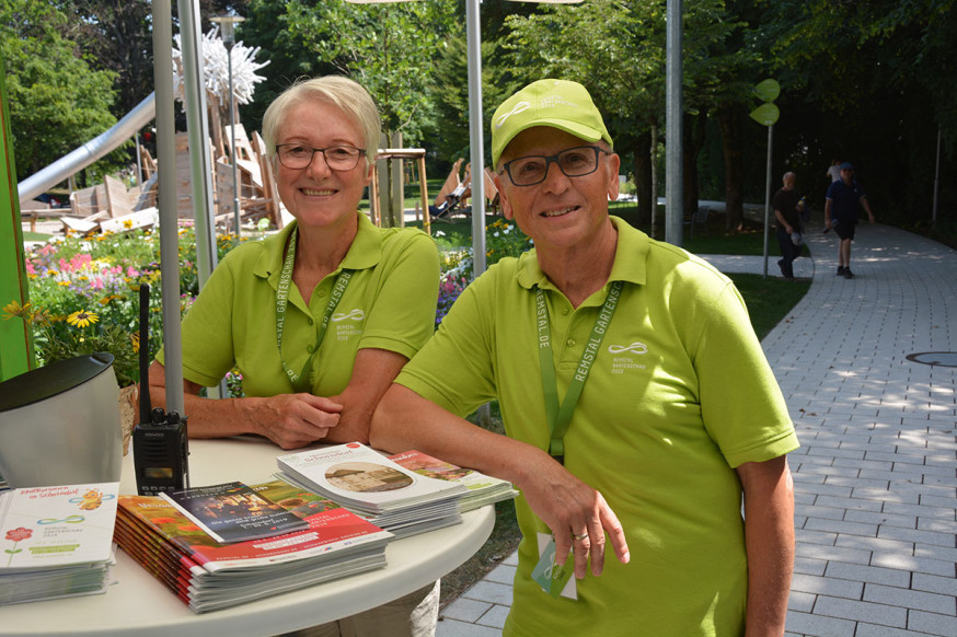 Margret und Karl-Heinz Mahr beim Dienst im Stadtpark.