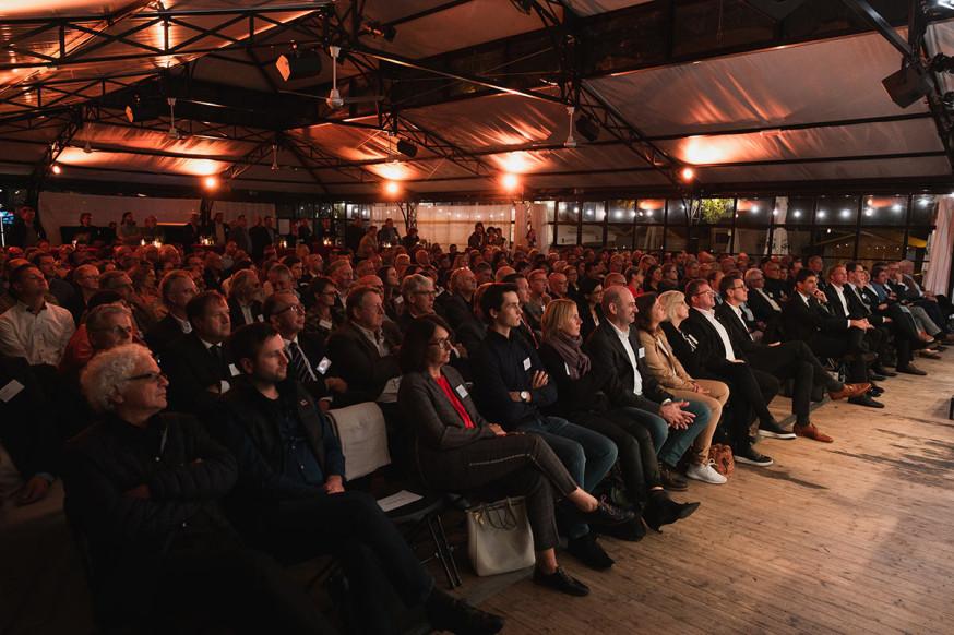 Viele Gäste beim 10. Unternehmerforum in der Orangerie im Schlosspark.