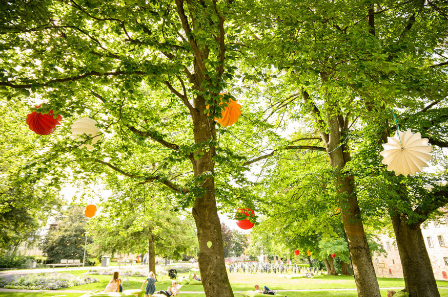 Die Lampions sorgen auch nach der Gartenschau für ein tolles Ambiente im Schlosspark.