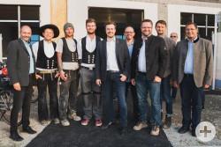 Haas Fertigbau GmbH-Geschäftsführer Xaver Haas (m.) und sein Team.