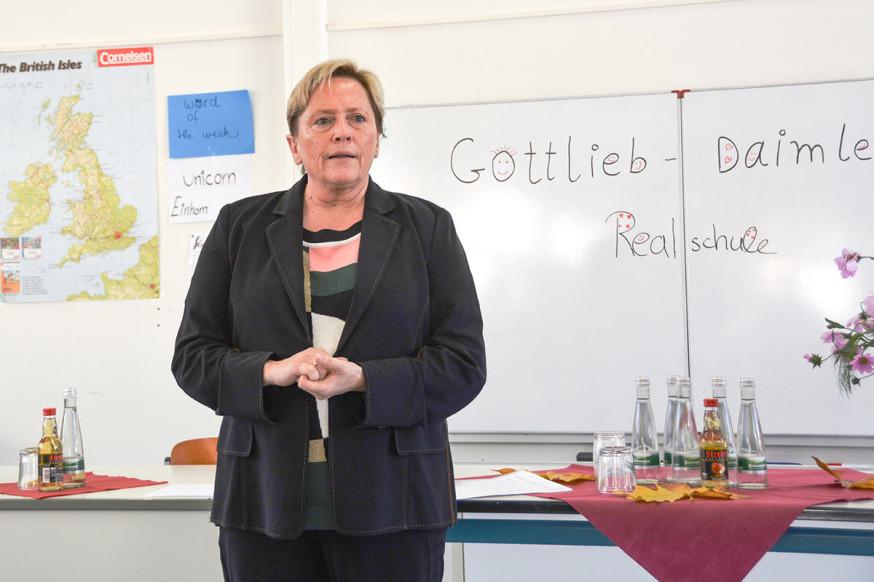Kultusministerin Dr. Susanne Eisenmann besuchte die Gottlieb-Daimler-Realschule.