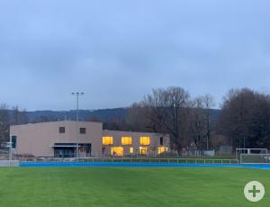 Mitten im Sportpark Rems liegt der neue Bewegungskindergarten, angrenzend an das Stadion.