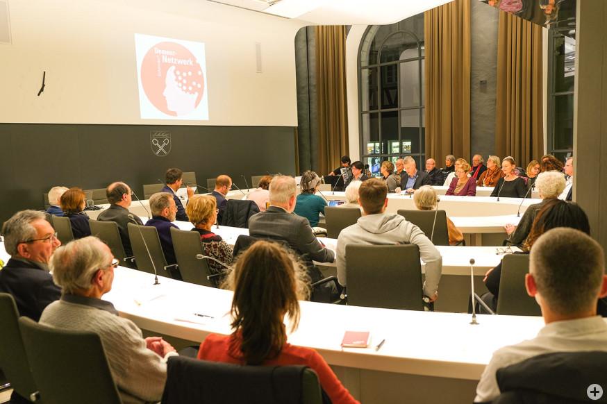 Zahlreiche Zuhörer erschienen zur Gründung des Demenznetzwerkes.