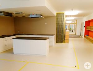 Der Wasserschaden im Küchenbereich. Die Kühlung befindet sich im hinteren Teil.