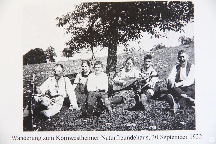 Archivbilder zeigen die Anfänge der NaturFreunde Schorndorf.