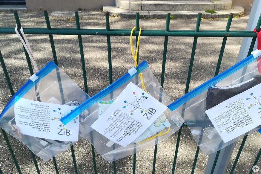 Ihre Nachbarn konnten sich am Zaun des ZiB selbstgenähte Masken holen.