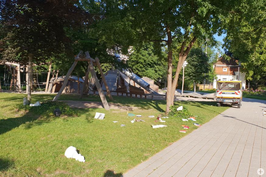 Unbekannte randalierten in der Nacht von Montag auf Dienstag im Stadtpark.