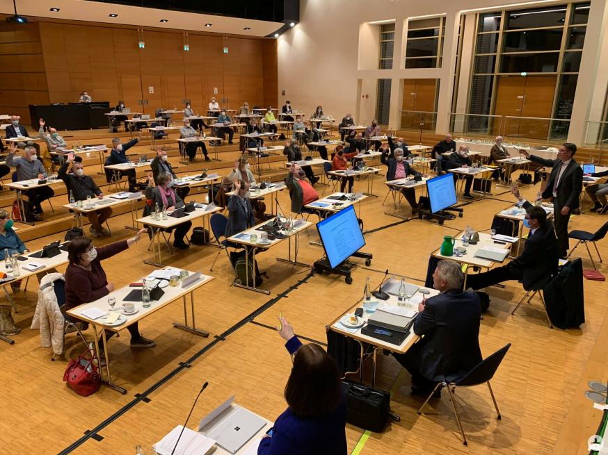 Die coronakonforme Gemeinderatssitzung in der Barbara-Künkelin-Halle