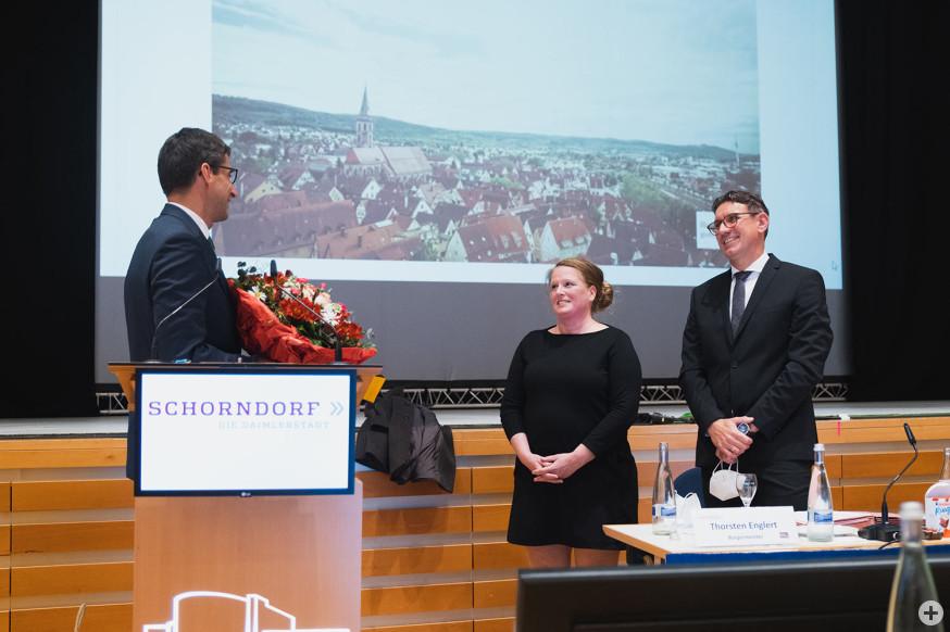 Oberbürgermeister Matthias Klopfer gratuliert Thorsten Englert und seiner Frau