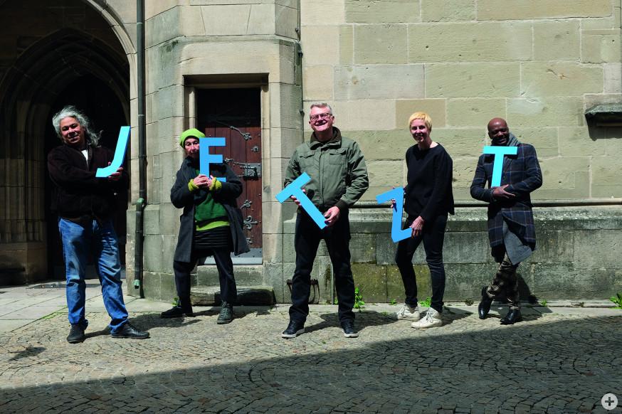 Die Akteure der Aktion Gemeinschaft jetzt stehen vor der Stadtkirche