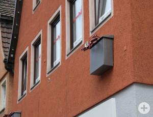 Helga Kellerer: Überdimensionale Briefkästen