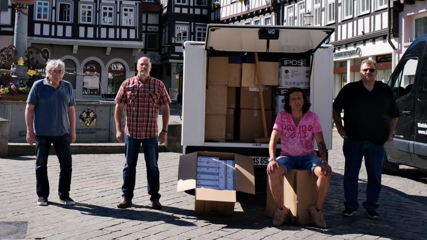 Übergabe  der Coronatest Spenden auf dem Marktplatz
