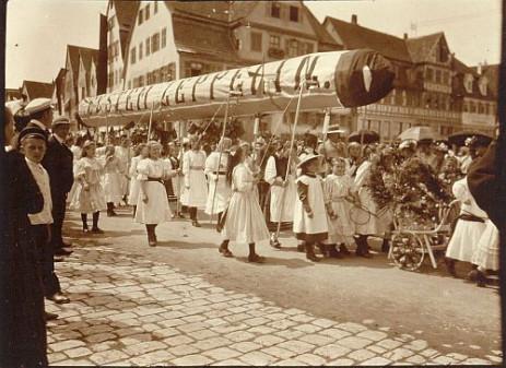 Historisches Foto: Kinderumzug