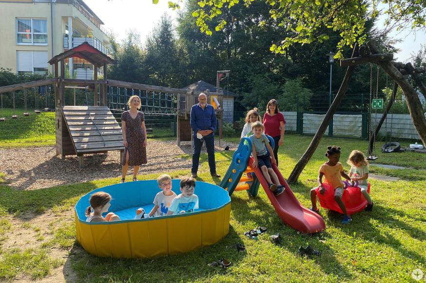 Die Kita-Kinder freuen sich über die neuen Spielgeräte.