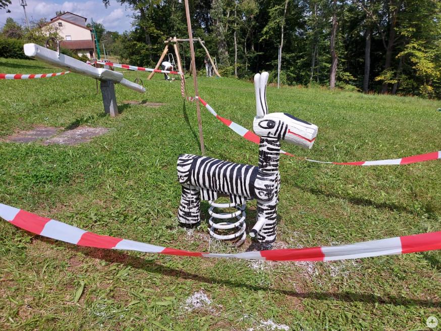 Zebra Wipptier auf dem Spielplatz Pappelweg