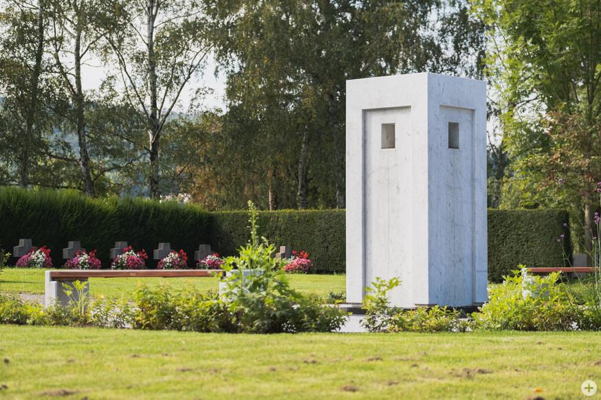 Der Brunnen auf dem neugestalteten Platz auf dem Neuen Friedhof